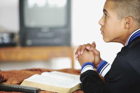 colleen: Child praying