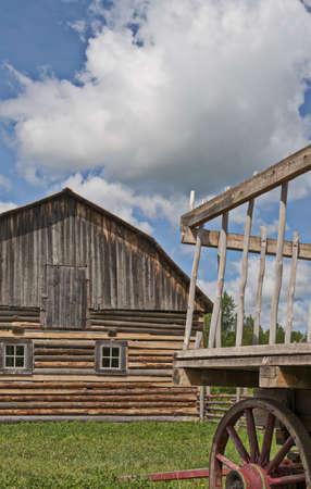 old wood farm wagon: Old fashioned wagon and barn