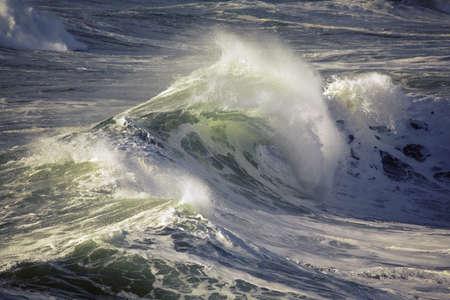 mares: Las olas que se cuelgan
