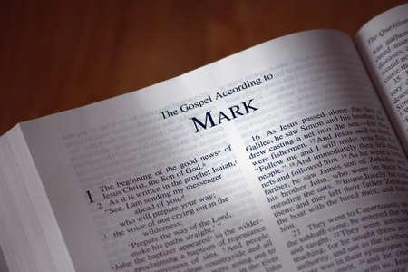vangelo aperto: La Bibbia ha aperto il libro di Marco