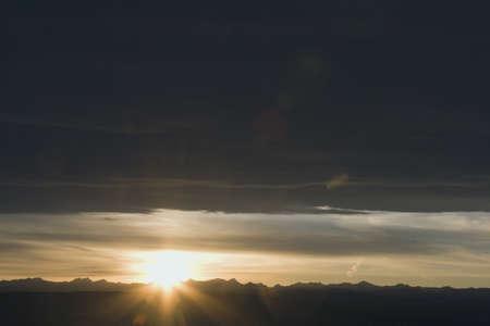 chinook: Chinook nuvole e sunset over montagne, Alberta, Canada