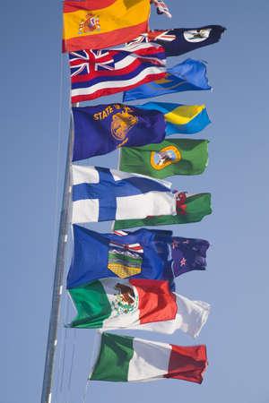 sean: Bandiere internazionali su un pennone Archivio Fotografico