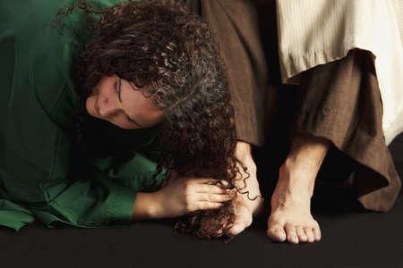 mary magdalene wiping jesus' feet