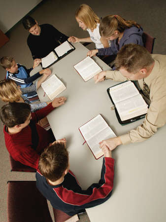 study group: Young peoples Bible study and prayer Stock Photo