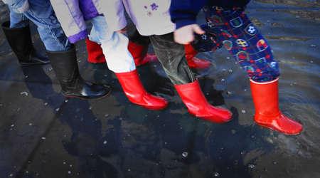 Rubberen laarzen in Plas