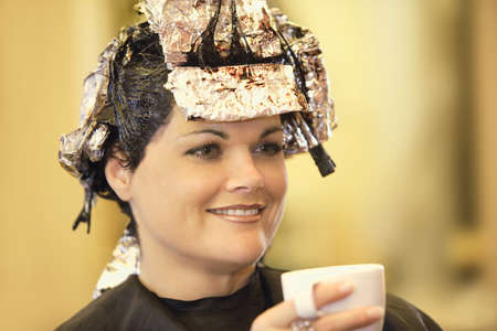 Vrouw met haar haar geverfd Stockfoto