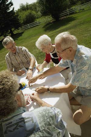 Mensen speelkaarten Stockfoto