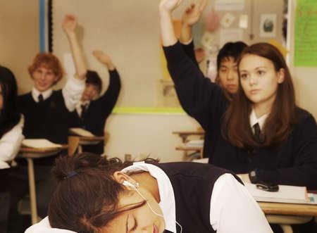 Estudiantes respondiendo a una pregunta  Foto de archivo - 7192401