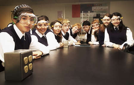 secondary schools: Students in a science lab