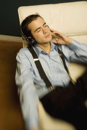 after to work: Hombre relajante despu�s del trabajo
