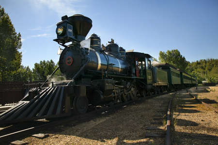 leah: Antique train