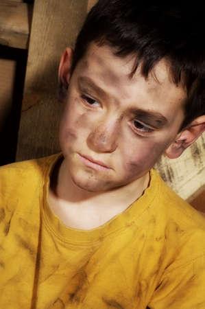 desigualdad: Chico empobrecido