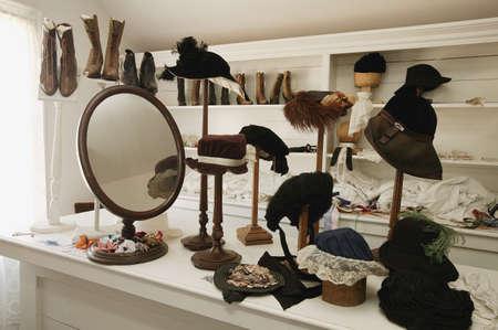 フォート エドモントン、アルバータ州の歴史的な帽子と靴ショップ