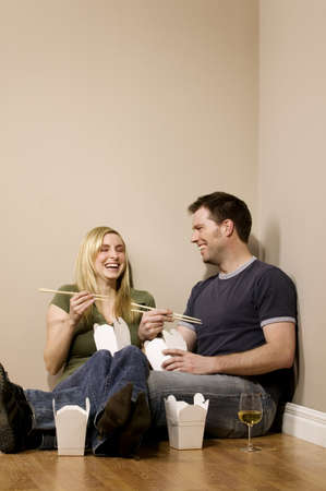 Couple eating on the floor Imagens