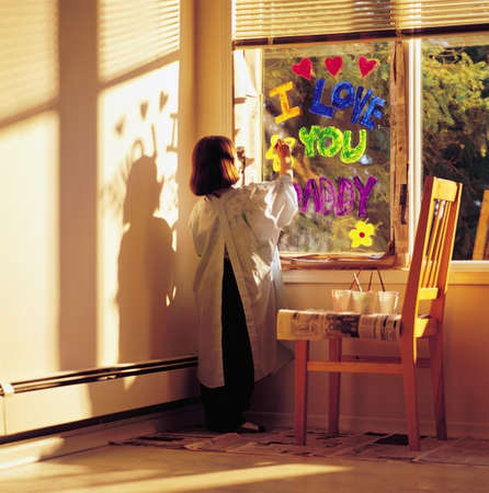 creativeness: Little girl painting i love you daddy on window
