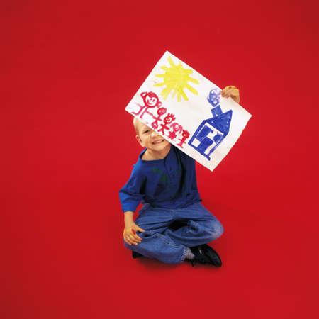 ni�os contentos: Un ni�o celebraci�n de pintura  Foto de archivo