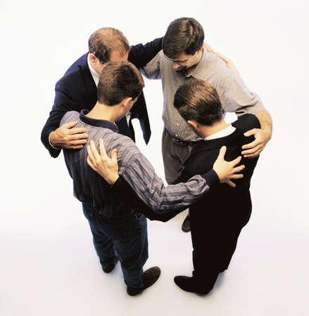 hombre orando: Orando juntos