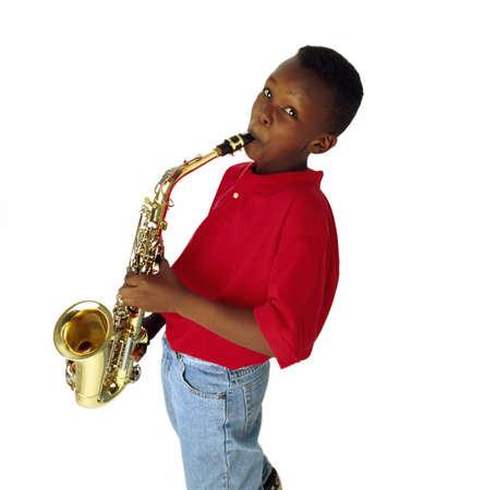 saxof�n: Ni�o tocando el saxof�n  Foto de archivo