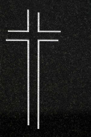 simbolos religiosos: Cruz tallada en granito  Foto de archivo