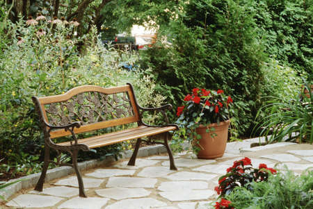 Bench in a garden setting 版權商用圖片