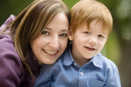 madre soltera: Retrato de una madre con hijo