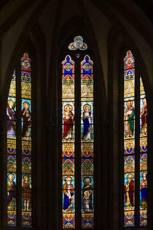 belief systems: Gotico Stained Glass Windows in spagnolo Chiesa di San Severino, Balmaseda, I Paesi Baschi, Spagna
