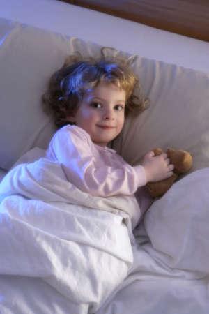 bonsoir: Girl en lit