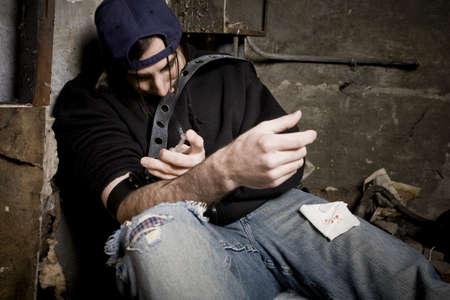 droga: Uomo usando le droghe  Archivio Fotografico