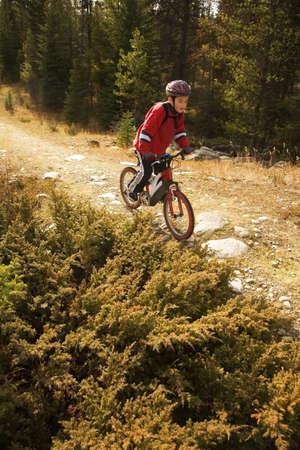 actividades recreativas: Ni�o montar bicicleta