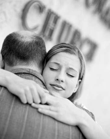 belief systems: Padre di figlia hugging  Archivio Fotografico