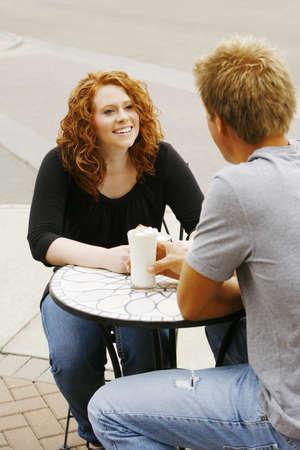 twentysomething: Couple sitting insieme