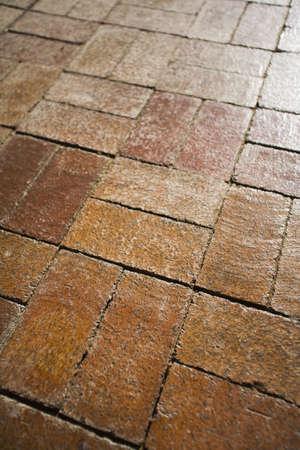 brick floor: Piso de ladrillo rojo  Foto de archivo