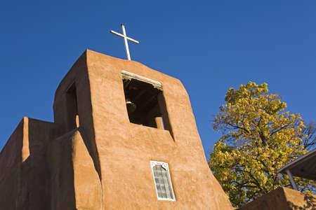 belief systems: Chiesa di San Miguel missione, citt� di Santa Fe, New Mexico, USA
