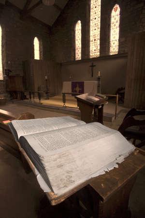 belief systems: Bibbia nella Chiesa