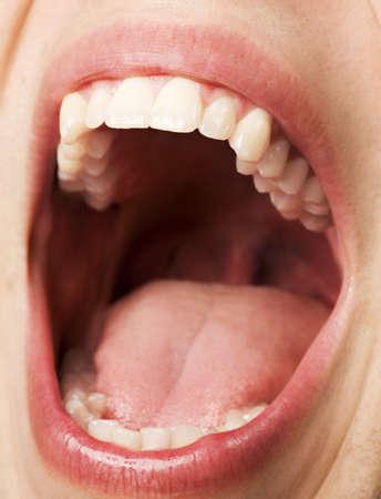 口を開けて