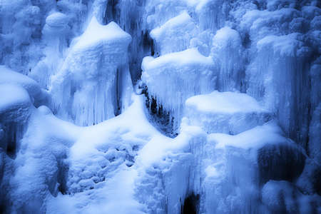 knorr: Snow and icicles on rocks