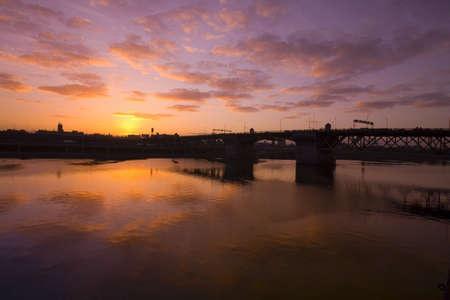 craig tuttle: Sunrise over Burnside Bridge,Portland,Oregon,USA