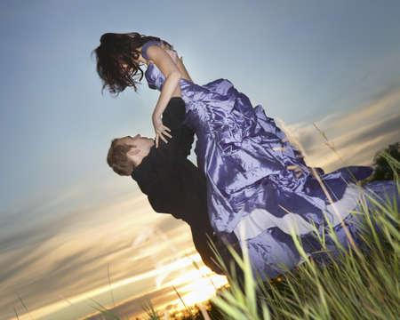 twentysomething: Un uomo di sollevamento sua data prom