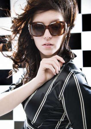 twentysomething: Ritratto di una donna con gli occhiali da sole
