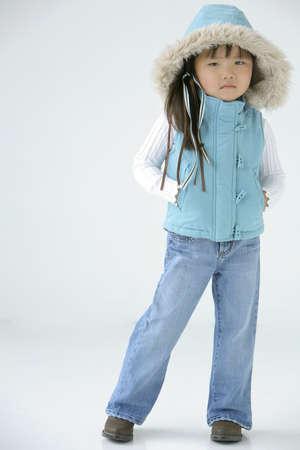 Jong meisje in winter kleding