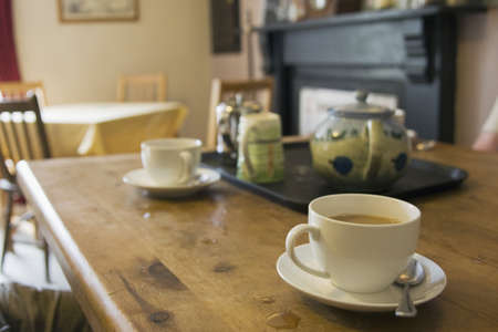 homelife: Tea set on table