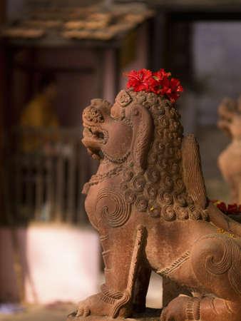 uttar pradesh: Lion sculpture, Varanasi, Uttar Pradesh, India LANG_EVOIMAGES
