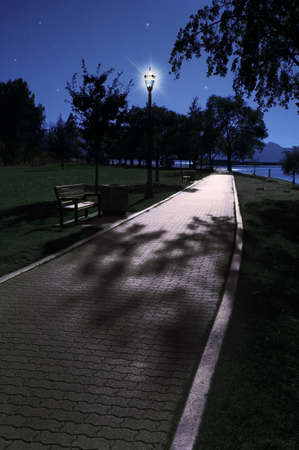 street lamp: Park in the evening LANG_EVOIMAGES