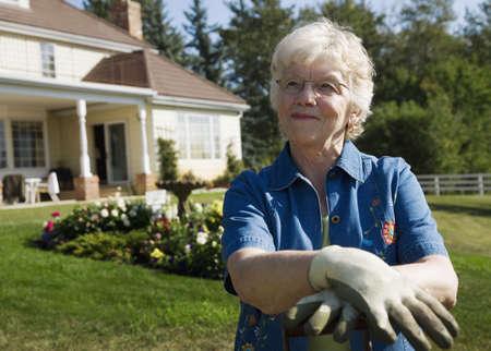 Senior mujer de jardinería  Foto de archivo - 7551717