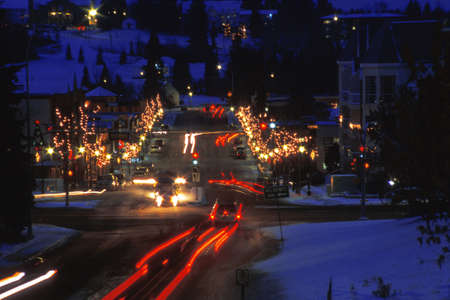 down lights: A busy street at Christmas