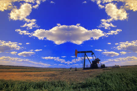 corey hochachka: An oil derrick Stock Photo