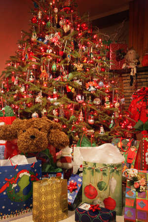 don hammond: Christmas tree and presents Stock Photo