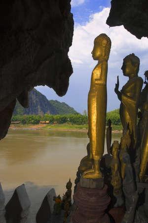 ou: Pak Ou Caves in Laos