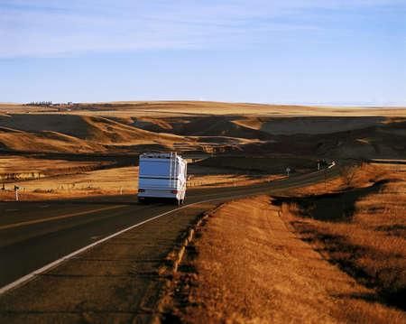 Een RV reizen naar beneden de hiway Stockfoto