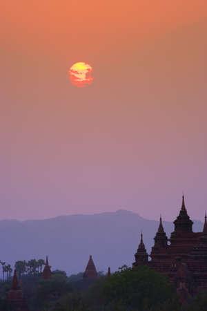 carson ganci: Stupa Temple at sunrise in Bagan, Myanmar